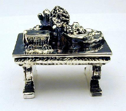שולחן ישן מיניאטורה מכסף טהור