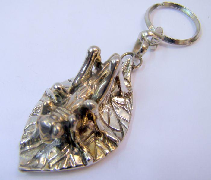 מחזיק מפתחות חרגול על ענף מכסף טהור